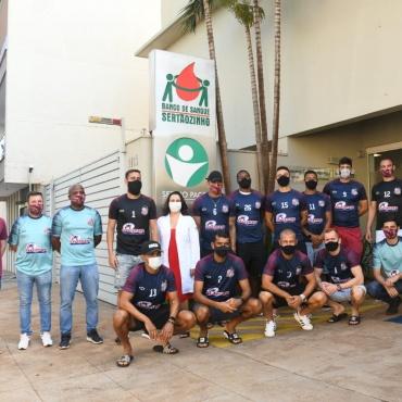 Banco de Sangue recebe jogadores do Sertãozinho Futebol para doação coletiva
