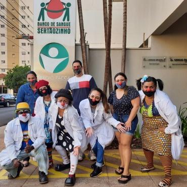 Banco de Sangue de Sertãozinho recebe doação coletiva do grupo Expresso Riso